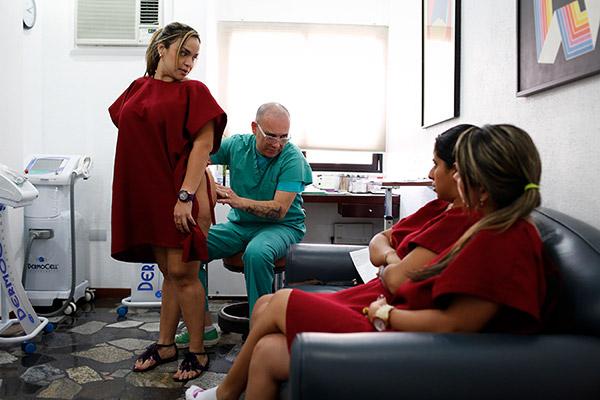 Доктор Слободяник консультирует очередную пациентку